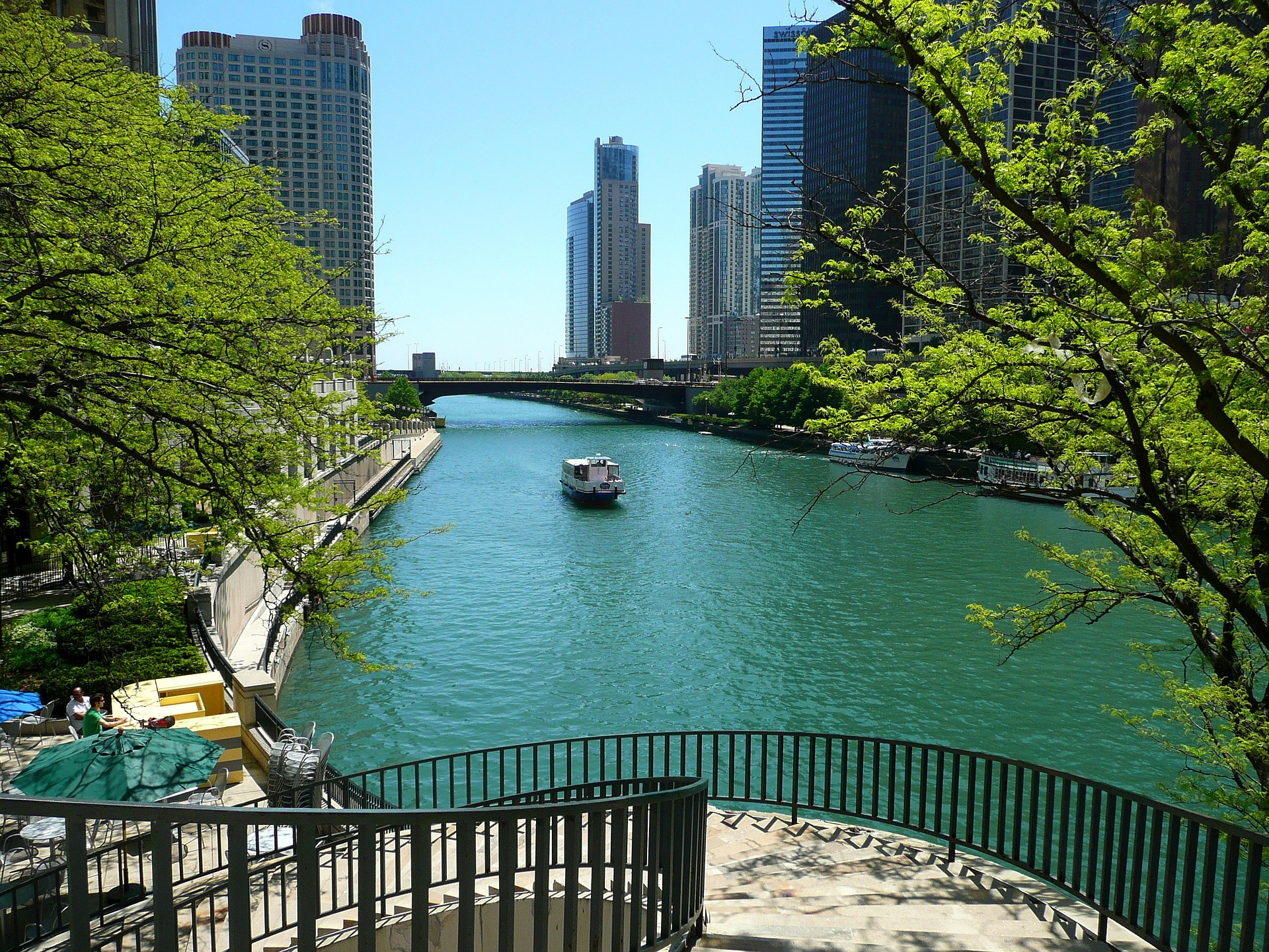 Traveling in Style with a Luxury Car Rental in Chicago